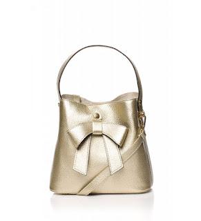 dd84a19dfb043 Lubisz pojemne torby typu worek? Super, takie torby w sklepie internetowym  Leyraa-Shop.pl też mamy. A niepowtarzalnego charakteru nadaje jej złota  kokarda.