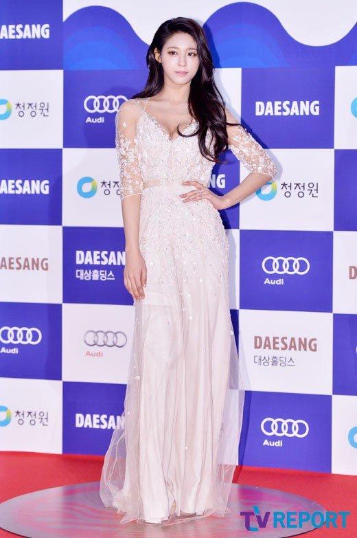 Favourite Kpop Idol Red Carpet Dresses Random Onehallyu