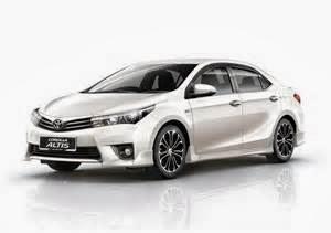 Mobil sedan Toyota Corolla Altis 2014