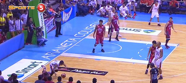 Jimmy Alapag Sinks The CRAZY 3-Point Shot in Game 3 (VIDEO)