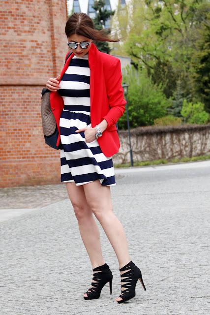 marynarka, jak nosic, w jej stylu, sukienka wakacyjna, sukienka w paski, torebki goshico, torebka, business code, do pracy, kobiety, girlboss, stylistka poznan