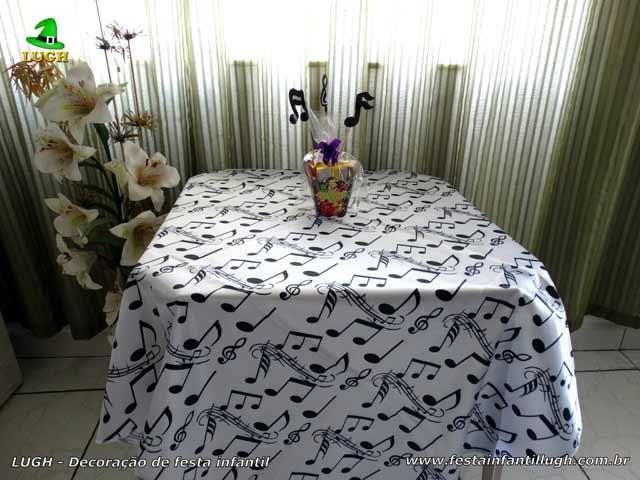Toalhas e enfeites de centro de mesa para a festa da Discoteca