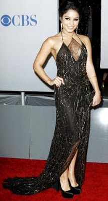 Foto de Vanessa Hudgens con bello vestido negro