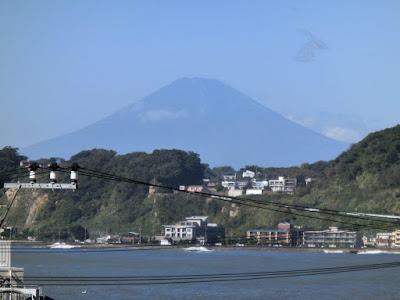 光明寺山門からの富士
