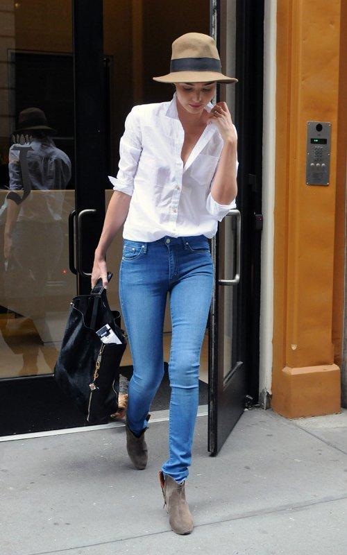 a9d454ddcbb5c Miranda Kerr stuns again in blue jeans and a crisp white shirt