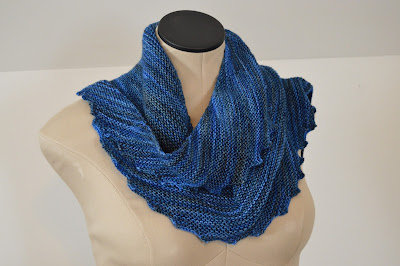 hitchhiker scarf http://www.ravelry.com/projects/jeanniegrayknits/hitchhiker