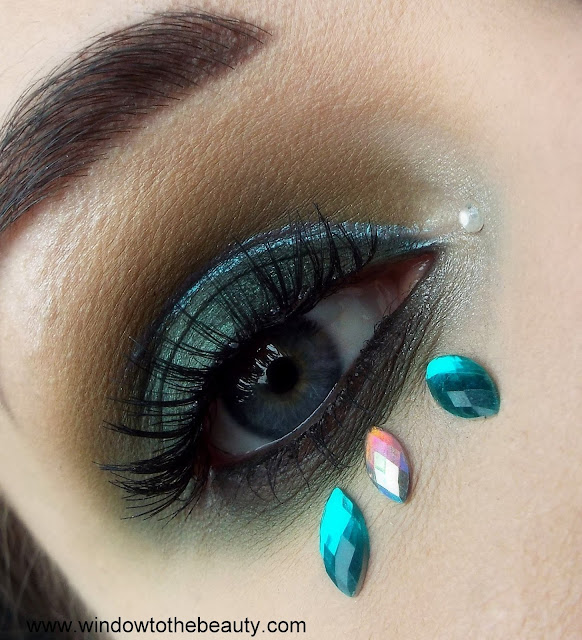 Dark Magic green makeup