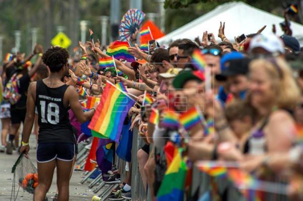 Miami Beach celebra su orgullo gay con el esquiador olímpico Gus Kenworthy