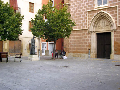 Plaza de la iglesia en Cambrils