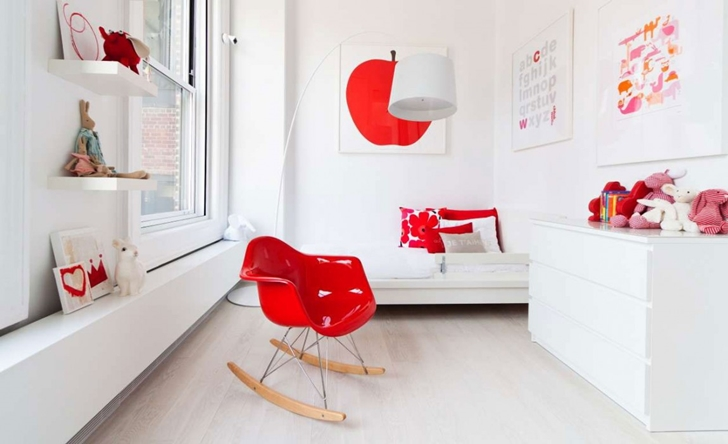 "Red toys in white kid's room in Modern New York Apartment by ""Resolution: 4 Architecture"""