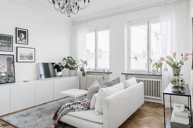 Amenajare practică, în alb, pentru o garsonieră de numai 25 m²
