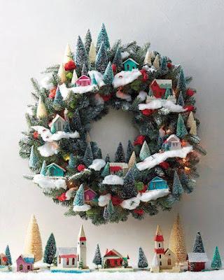 ghirlanda natalizia con casette di martha stewart