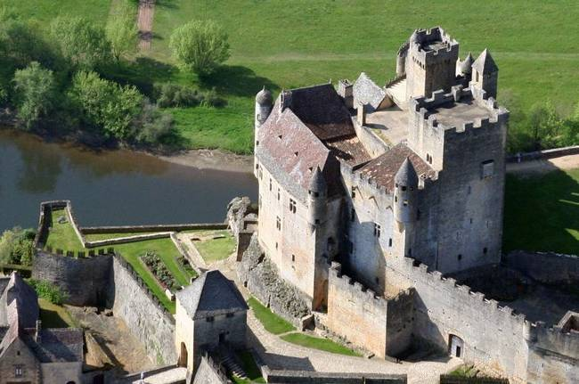 Chateau de Beynac view from hot air balloon