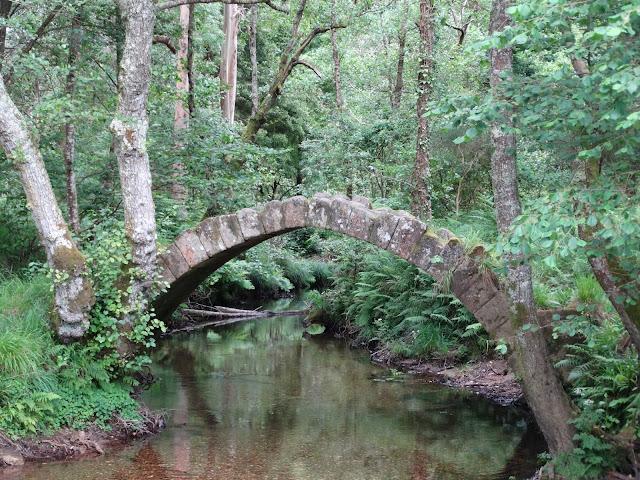 Puente medieval de Río Sieira en Porto do Son