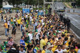 Público já está na Praça dos Três Poderes para posse presidencial