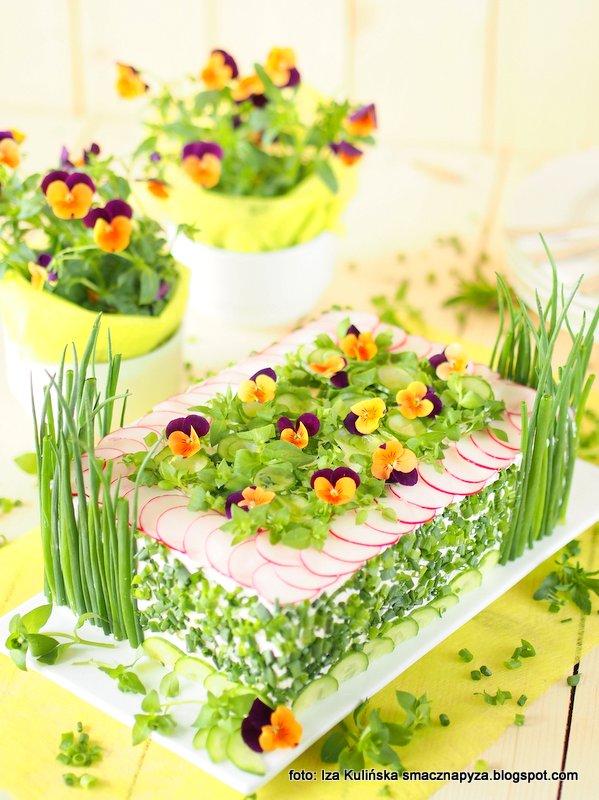 tort kanapkowy, torcik wiosenny, wytrawny sernik na zimno, tort bez pieczenia, tort z chleba i twarozku, moj ulubiony, twarozek wielun, na impreze, ozdoba stolu, zamiast kanapek, krem serowy
