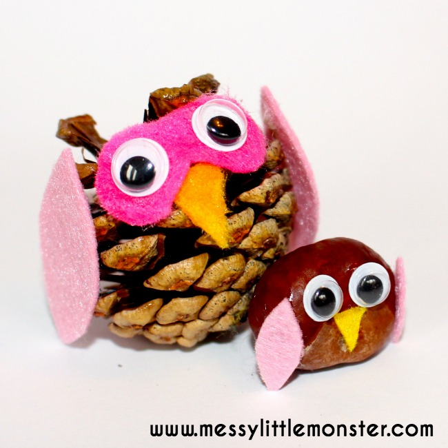 Nature owls craft made from pine cones, conkers and felt scraps. Autumn/ Fall kids craft ideas using nature.