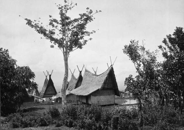 Rumah adat capit gunting