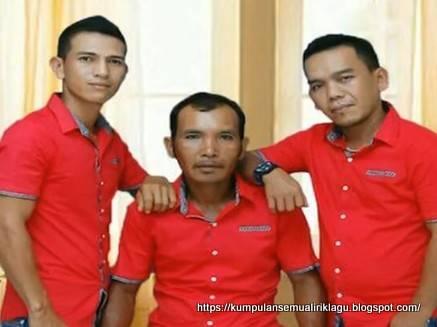 Mardua Holong Omega Trio