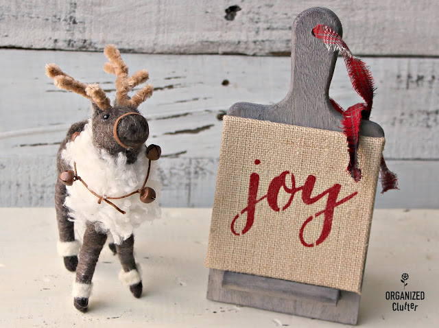 Easy DIY Joann Fabrics Unfinished Wood Christmas Decor #weatheredwood #rusticChristmas #stencil #farmhouseChristmas