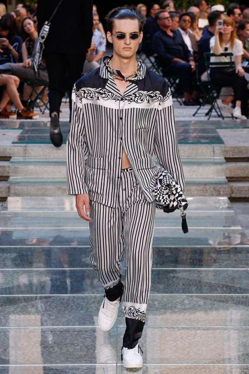 Versace SpringSummer 2018  Milan Fashion Week