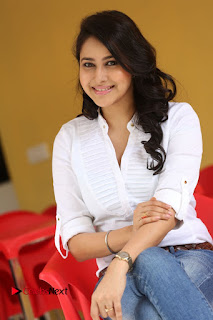 Actress Panchi Bora Pictures in Jeans at Evaru Movie Interview  0225.JPG