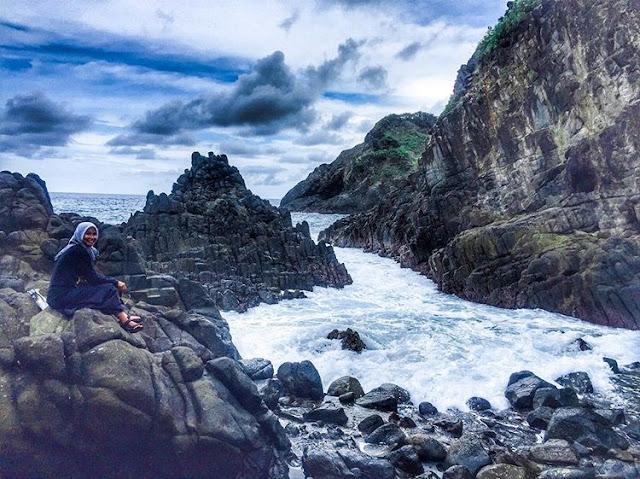 Foto pengunjung di pantai Semeti Lombok Tengah, sumber ig @mrslinamaulina