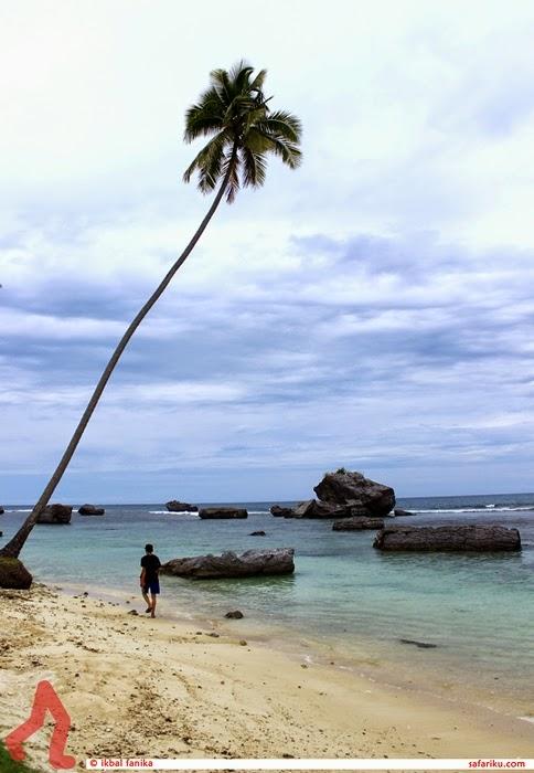 Pantai Laskar Pelangi-nya Aceh Selatan.