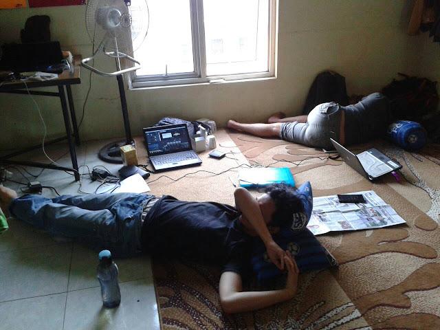 Tim Kreatif  Blogger Medan kelelahan habis buat Video Nominasi yang keren2 habis #salut
