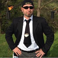 l'inventeur de la cravate avec poche pour cannette de bière