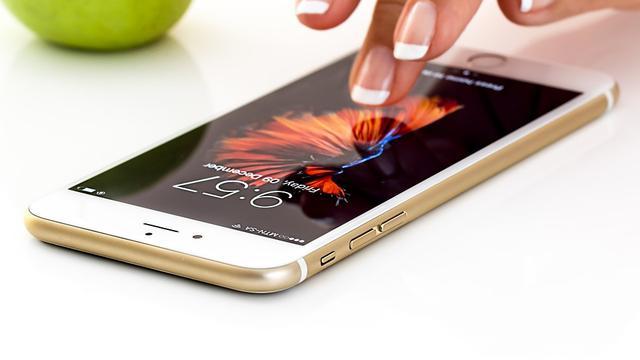 Tips Merawat Layar Smartphone Agar Selalu Awet