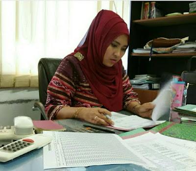 Image result for perempuan indonesia kerja depan komputer