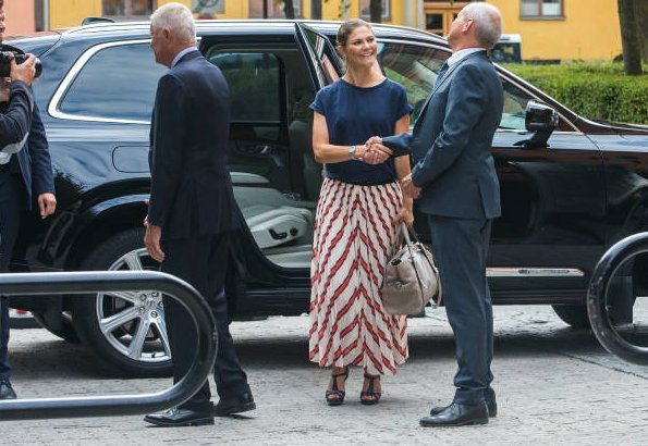 Crown Princess Victoria visited Stockholm International Water Institute. wore H&M skirt and H&M sandals