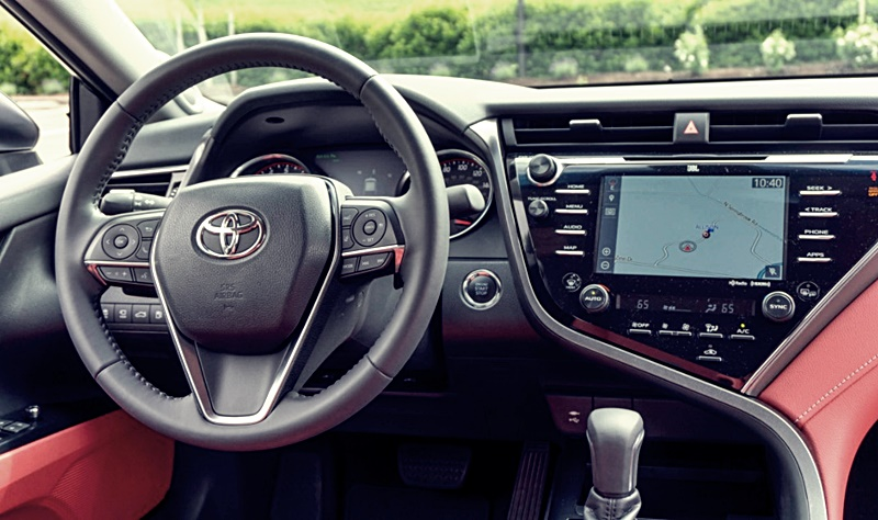2018 Toyota Camry Hybrid Spec Xle and Le