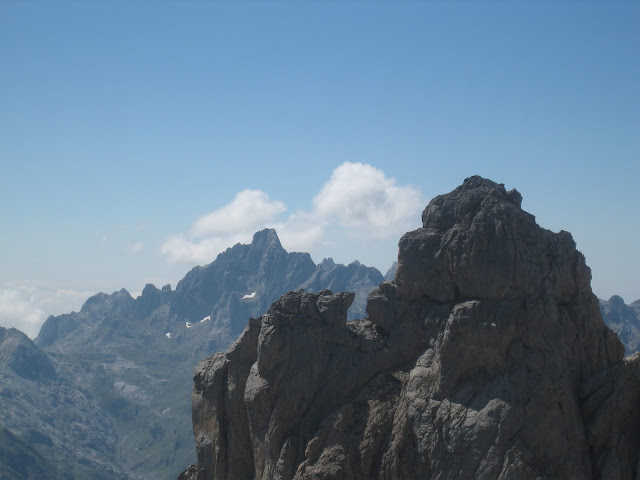 Rutas Montaña Asturias: La Peña Santa desde subida al Llambrión