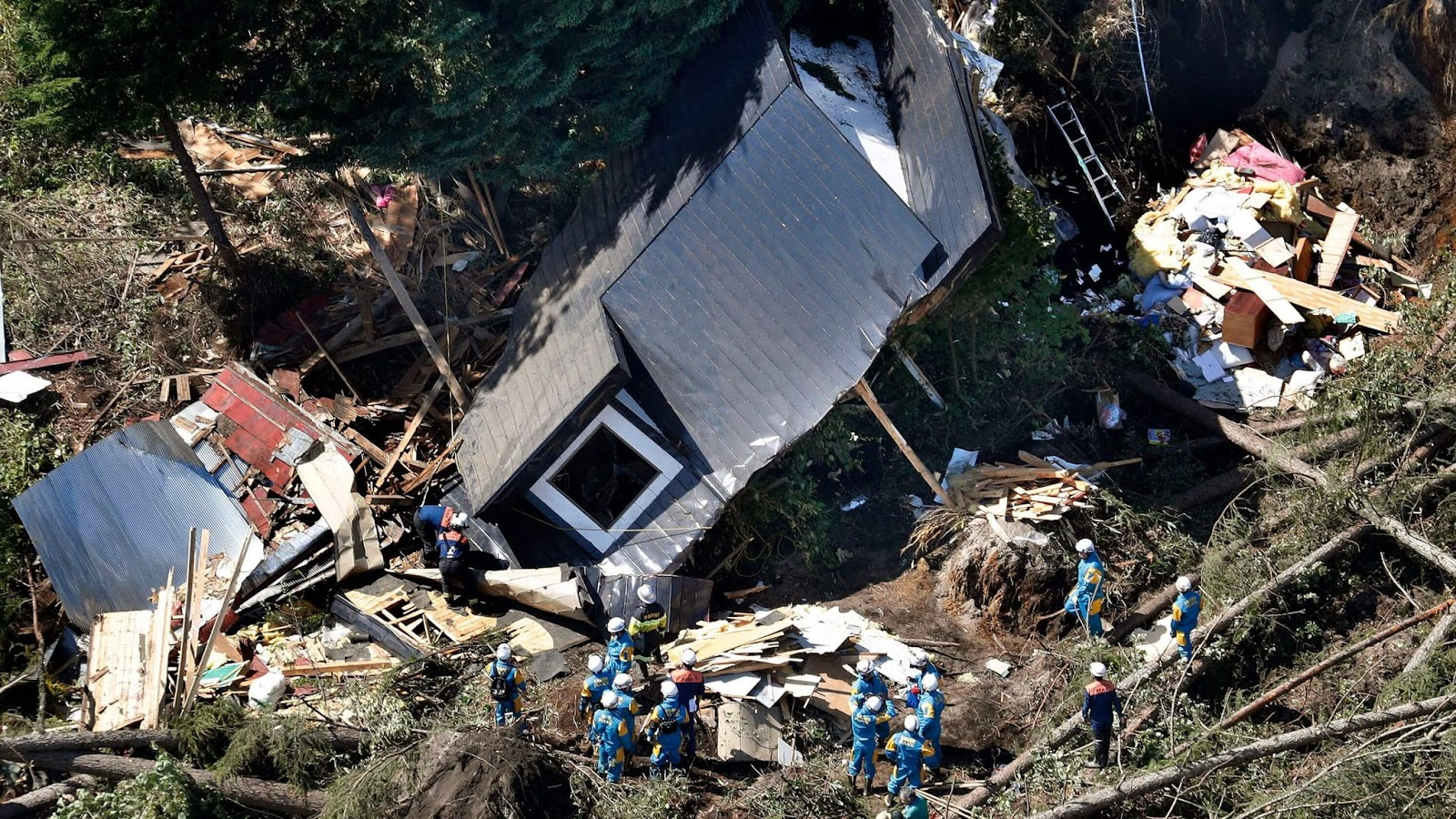 Powerful Earth Quake At Least 7 Dead, Dozens Missing In Japan