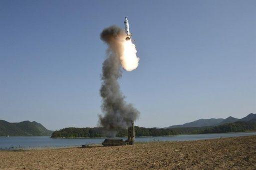 Israel lanza sistema de misiles sobre el Mediterráneo