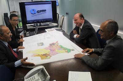 CPRM apresenta mapa geológico de Roraima ao senador Chico Rodrigues