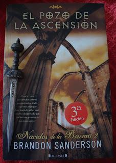 Portada del libro El pozo de la ascensión, de Brandon Sanderson