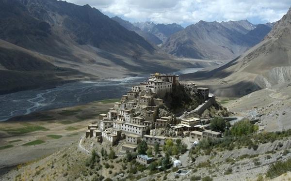 Sebuah biara di Tibet