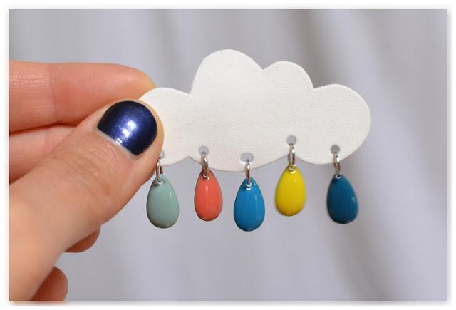 prototype de broche nuage et gouttes multicolores
