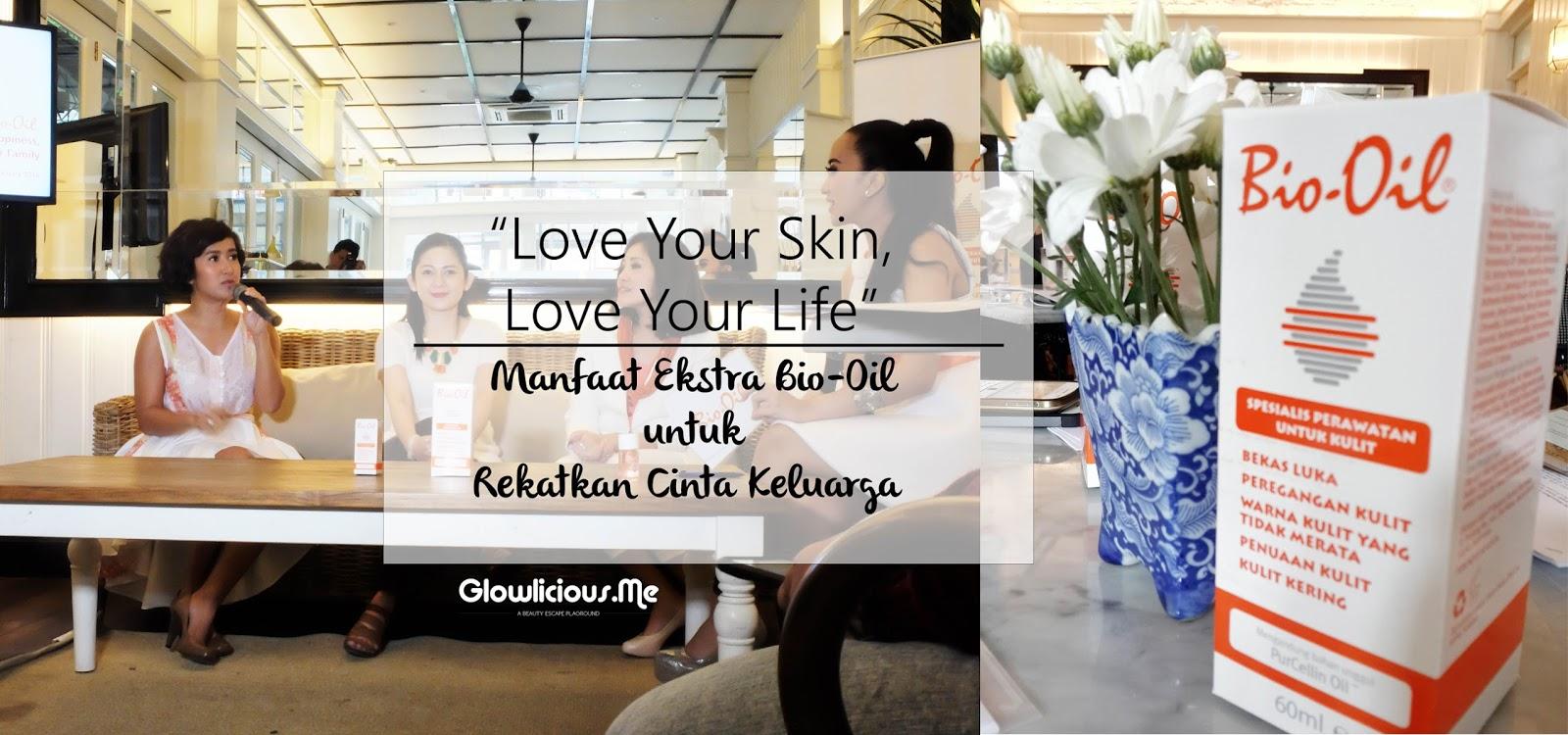 """Hello hello,  Seneng banget bisa join event """"Love Your Skin, Love Your Life"""" - Manfaat Ekstra Bio-Oil untuk Rekatkan Cinta Keluarga ini^^ Kenapa? Ya, karena Bio Oil juga sudah menemaniku setahun belakangan ini untuk menyamarkan stretchmark dan bekas luka caesarku.                Acaranya seru banget karena selain dipandu oleh seorang MC Aliza yang cantik plus gokil, juga menghadirkan Mba Ida Ayu Suksmawadanti, perwakilan PT. Radiant Sentral Nutrindo, Mba Nurhayatini, Product Manager PT. Radiant Sentral Nutrindo, Ibu Rosdiana Setyaningrum, MPsi, MHPE dan Mba Widi Mulia (personil grup vokal Be3) sebagai nara sumber.   Mba Ida Ayu Suksmawadanti, perwakilan PT. Radiant Sentral Nutrindo Mba Ida Ayu Suksmawadanti menjelaskan melalui campaign Love Your Skin, Love Your Life"""" - Manfaat Ekstra Bio-Oil untuk Rekatkan Cinta Keluarga ini, Bio Oil mengajak para wanita Indonesia untuk pandai menyiasati ritual perawatan diri. Sehingga manfaatnya dapat dirasakan baik oleh diri sendiri maupun keluarga yang menjadi sumber kebahagiaan kita sebagai wanita. Kulit yang sehat dan terawat akan meningkatkan kepercayaan diri wanita yang akhirnya dapat membantu menciptakan aura positif pada keluarga sebagai lingkup terdekat seorang ibu. Dan dengan tercapainya keluarga yang sehat dapat memberikan kebahagiaan seutuhnya bagi seorang ibu.     Ibu Rosdiana Setyaningrum, MPsi, MHPE Seiring dengan ungkapan mba Ida,  Ibu Rosdiana juga mengatakan hal yang senada. """"Bahwa pada dasarnya, wanita mempunyai pengaruh yang lebih dominan terhadap keluarganya. Hal ini juga berlaku pada saat seorang wanita merasa bahagia, maka perasaan tersebut memiliki efek domino yang membuat seluruh anggota keluarganya pun turut merasakan hal serupa, yaitu rasa bahagia juga. Perlu kita ketahui, salah satu cara untuk menciptakan kebahagiaan seorang wanita adalah dengan memelihara kepercayaan dirinya. Kita tau persis bahwa seorang wanita mengalami berbagai perubahan fisik maupun psikologis sepanjang fase kehidupannya, sejak usia"""