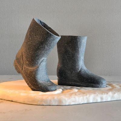 Botas hechas de piedra