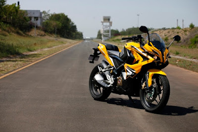 Bajaj Pulsar RS 200 on road HD Picture