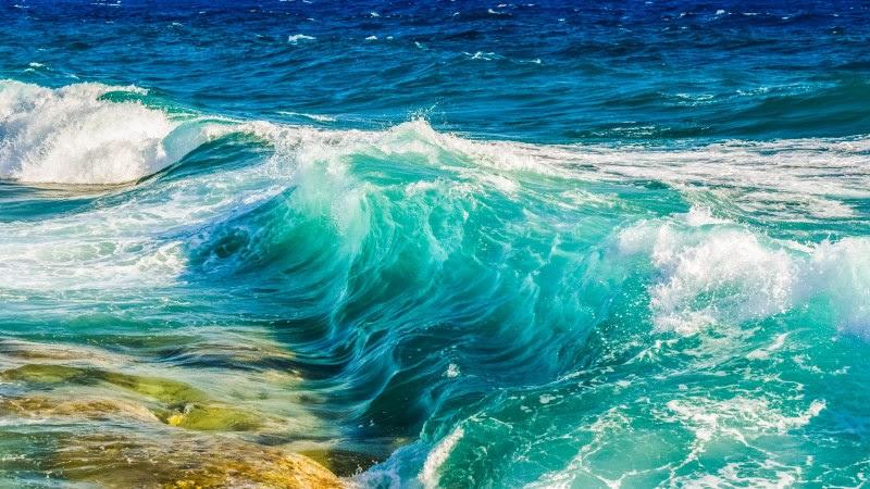 Ocean Waves Smashing