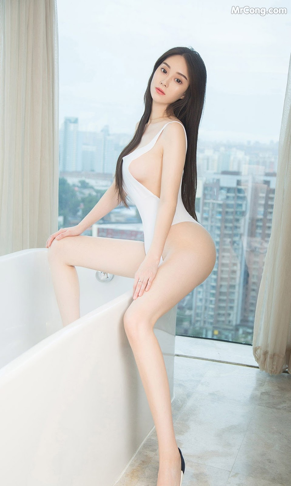 UGIRLS – Ai You Wu App No.1612: Li Wei Wei (李薇薇) (35P)