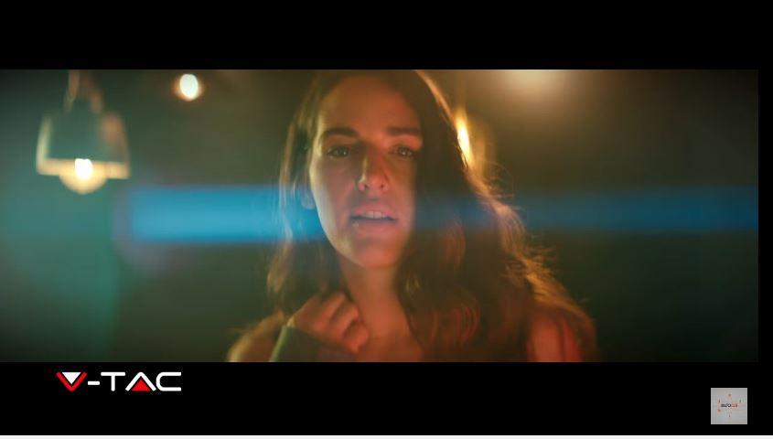 Modello e modella V-Tac pubblicità Luce nella mia vita Lampadine a Led