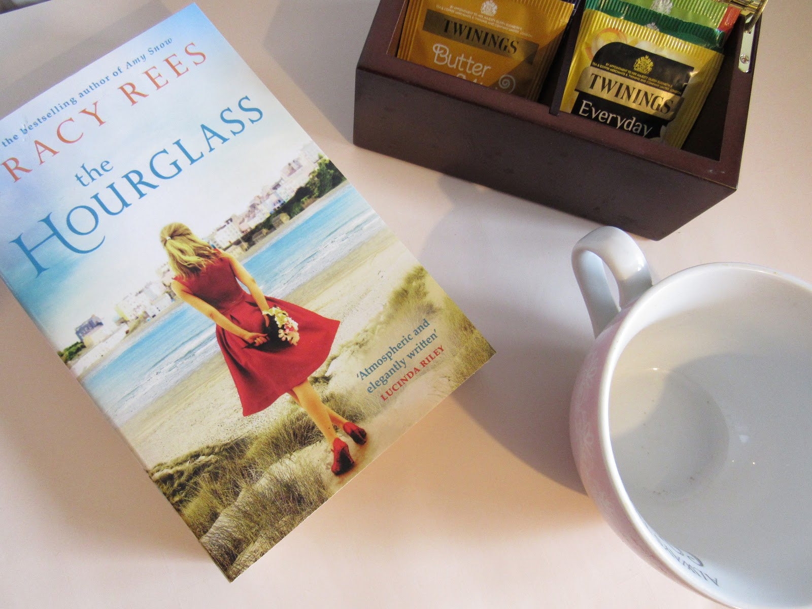 Blooming Fiction, lifestyle blog, The Hourglass Book Review