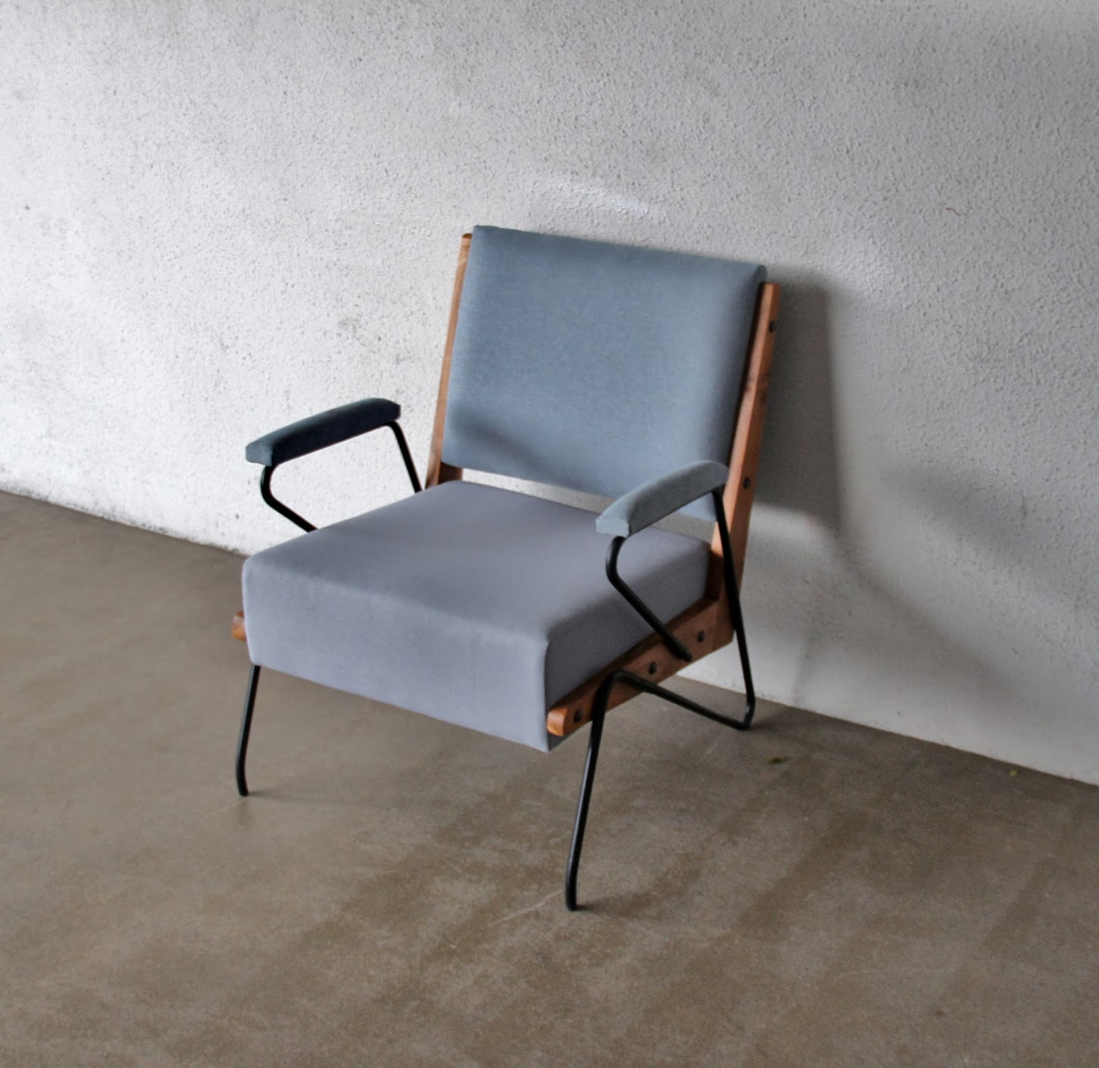 Second Charm Furniture Crafted Armchairs Sofas And Ottomons
