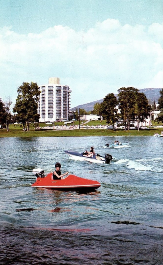 Nevele Grande - Boating Postcard